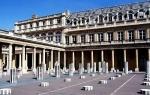 Palais Royal Colonnes BUREN