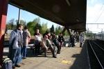 Groupe attendant le train