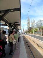 En attendant le tram à la Croix d'Anzin pour le Boulon